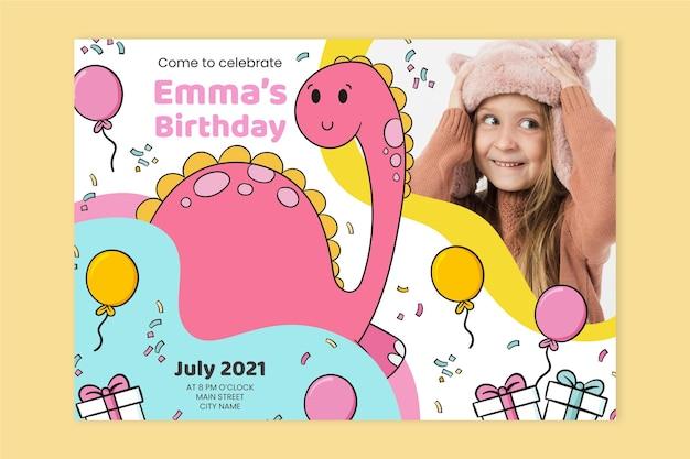 Modello di invito compleanno dinosauro disegnato a mano con foto