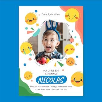 Modello di invito di compleanno emoji disegnato a mano con foto