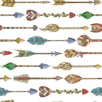 Ручной обращается этнический бесшовный образец с горизонтальными стрелками