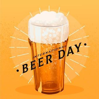 Concetto di giornata internazionale della birra disegnata a mano Vettore gratuito