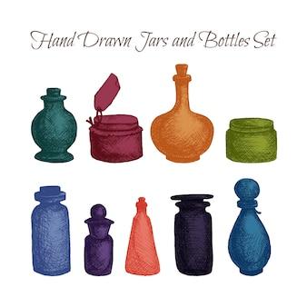 手描きの孤立したヴィンテージガラスの瓶とボトルのセット。ジャム、食品およびアター、オットー、エッセンシャルオイル、オイルおよび液体、香水用の容器。印刷、包装、チラシ、ポスター。ベクター