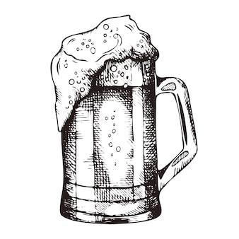 Ручной обращается кружка пенного пива
