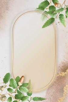Foglia di quercia disegnata a mano con cornice ovale in oro su fondo beige