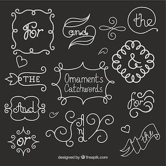Disegnati a mano ornamenti e cartchword a effetto lavagna