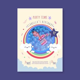 写真付きの手描きの虹の誕生日の招待状
