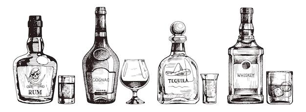 強いアルコール飲料の手描きセット。ラム酒、コニャック、テキーラ、スコッチウイスキーのボトル。イラスト、インクスケッチ。