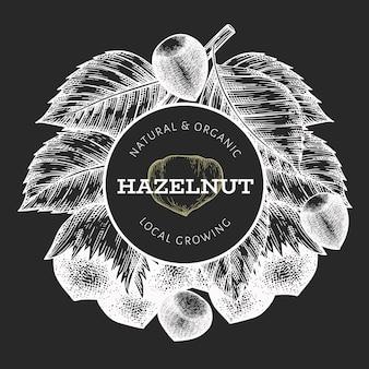 손으로 그린 스케치 헤이즐넛 템플릿입니다. 초 크 보드에 유기농 식품 그림입니다. 빈티지 너트 그림입니다. 새겨진 스타일 식물 배경.