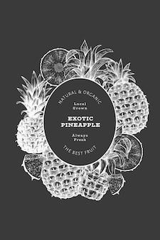 손으로 그린 스케치 스타일 파인애플 배너입니다. 분필 보드에 유기농 신선한 과일 벡터 일러스트입니다. 식물 디자인 템플릿입니다.