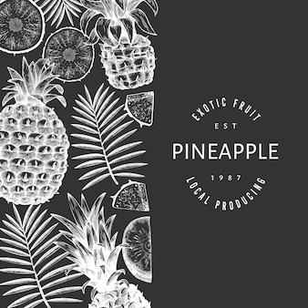 손으로 그린 된 스케치 스타일 파인애플. 분필 보드에 유기 신선한 과일 그림입니다. 식물 템플릿.