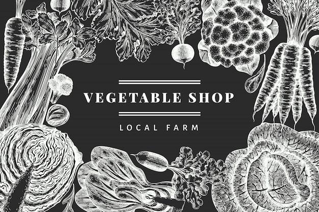 手描きスケッチ野菜デザイン。有機生鮮食品バナーテンプレート。レトロな野菜の背景。チョークボードに刻まれたスタイルの植物のイラスト。
