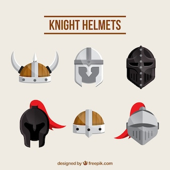 손으로 그린 다양 한 중세 헬멧