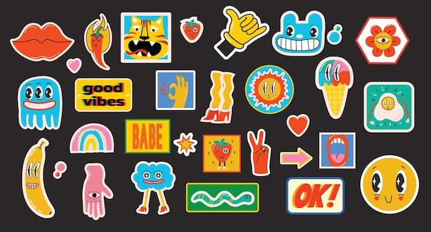 손으로 그린 다양한 패치, 핀, 우표 또는 스티커 세트의 추상적이고 재미있는 만화 캐릭터가 그려진 벡터 삽화.
