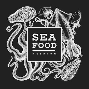 Нарисованная рукой иллюстрация морепродуктов вектора на доске мела. гравированный стиль