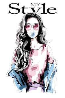 Рука нарисованные молодая женщина с жевательной резинкой