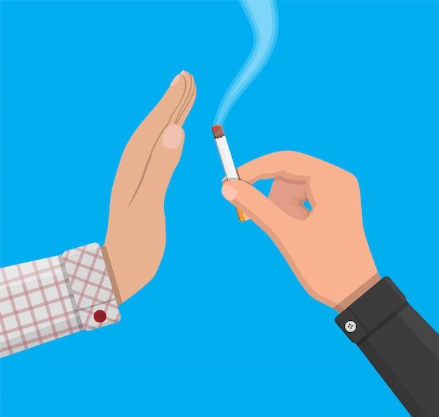 手はもう一方の手にタバコを与えます。