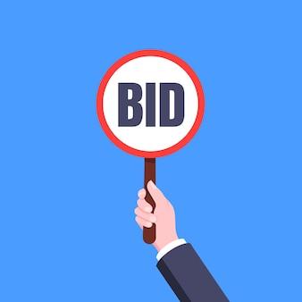 Рука держать раунд аукциона ставка весло баннер табличка знак бизнес-концепция