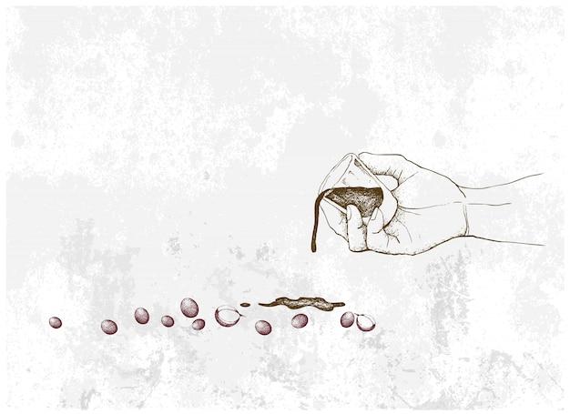 Рука, держащая выстрел кофе с кофейными ягодами