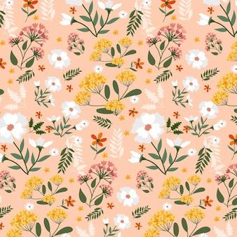 生地のパターンに手描きの花