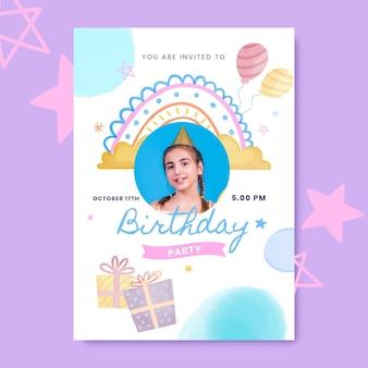 Modello di invito di compleanno arcobaleno acquerello dipinto a mano con foto