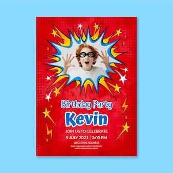 손으로 그린 수채화 슈퍼 히어로 생일 초대장 템플릿 사진