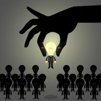 손은 사람들의 그룹에서 이상적인 사업가를 선택합니다.