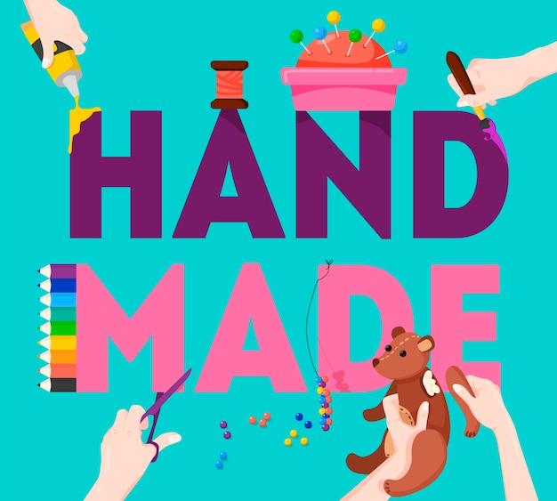 손으로 창조적 인 아이디어를 조립 가위 핀쿠션 테디 베어로 장식 된 수제 다채로운 글자