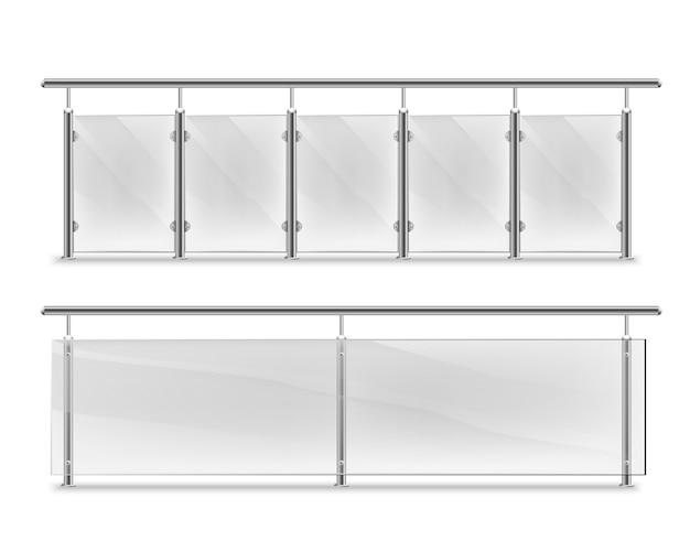 광고용 유리 손잡이. 금속 난간 세트가있는 유리 난간. 강철 기둥이있는 펜싱 섹션. 건축 또는 건축용 패널 난간 동자