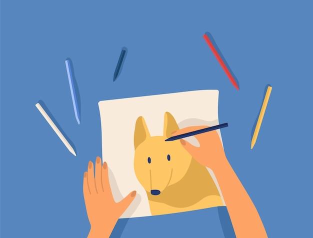 アートワークを作成する手-カラフルな鉛筆でかわいい面白い犬を描きます。クリエイティブなワークショップのレッスンまたはチュートリアル。