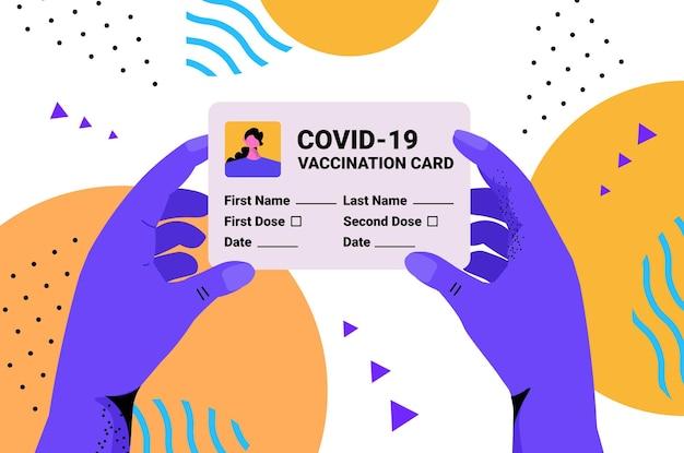 Covid-19ワクチン接種記録カードグローバル免疫パスポートリスクフリー再感染pcr証明書を持っている手