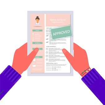承認されたスタンプで履歴書を持っている手。インフォグラフィックデザインでフェミニンな履歴書。就職の面接のために設定されたスタイリッシュなcv。採用マネージャーのコンセプト