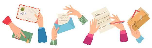 Руки отправляют письмо. женская рука конверты с марками, писать и читать бумажные письма. модные открытки, набор векторных доставки почты. почтовый конверт корреспонденции в руках иллюстрации