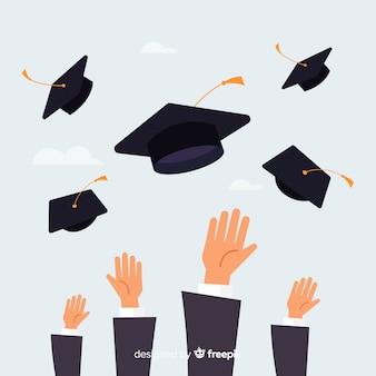 手の中で卒業帽子を投げている