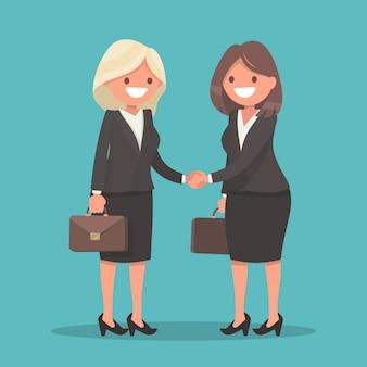 Рукопожатие двух деловых женщин.