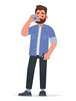 ハンサムな男は、ボトルから水を飲む。渇き