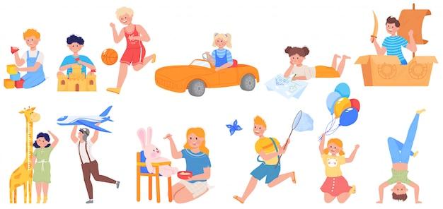 Счастливые активные дети играют иллюстрации набор, мультфильм забавный ребенок персонаж играет в футбол, игры с игрушками на детской площадке