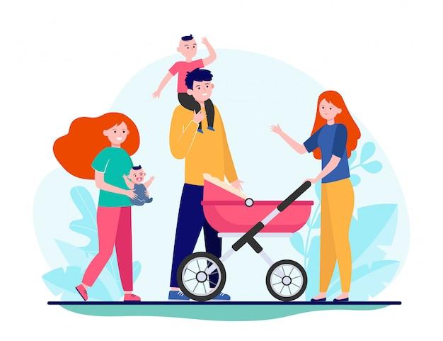 Счастливая большая семья гуляет вместе