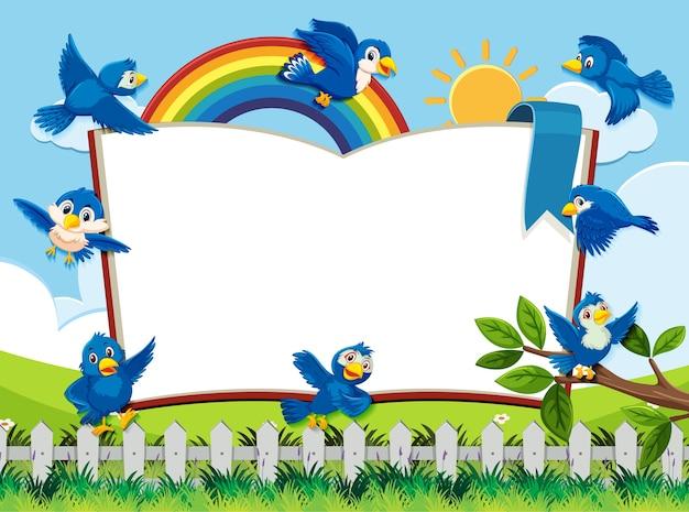 Счастливая птица на фоне природы пустой баннер