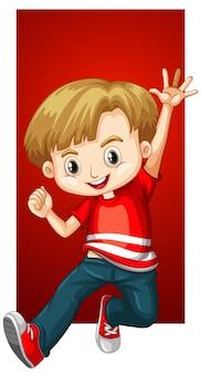 Счастливый мальчик в красной рубашке