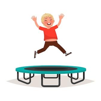 トランポリンでジャンプ幸せな少年。図