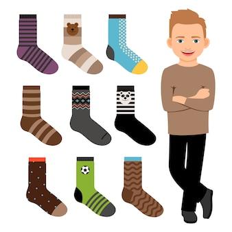 Счастливый мультипликационный персонаж мальчик с носками