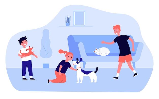 家でかわいい犬や猫と遊ぶ幸せな漫画の子供たち。女の子のふれあい犬、ソファで寝ている猫フラットベクトルイラスト。ペット、バナーの友情の概念、ウェブサイトのデザインまたはランディングウェブページ