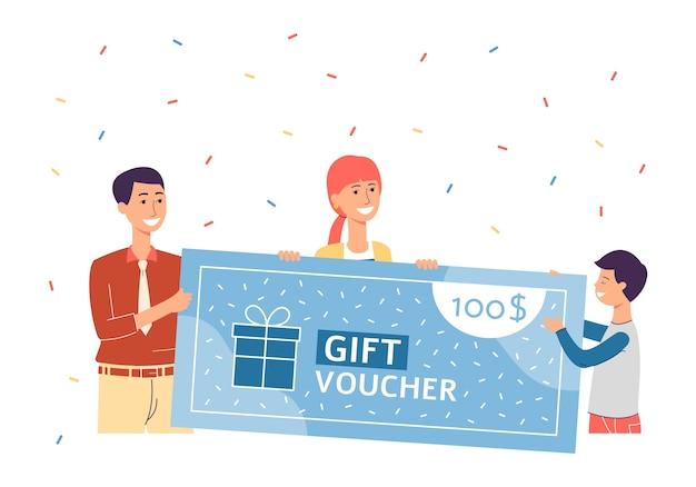 Счастливые мультипликационные люди, держащие гигантский подарочный сертификат с падающими конфетти и улыбками. семья клиентов празднует бесплатную кредитную победу в магазине - иллюстрации.