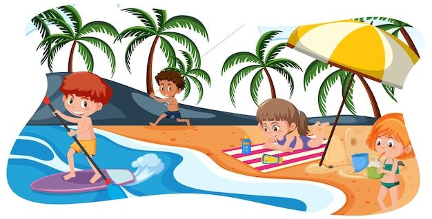 ビーチで幸せな子供たち Premiumベクター