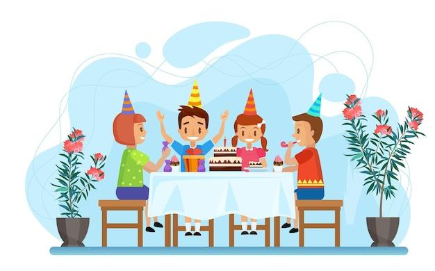 행복한 아이들은 초콜릿 케이크와 함께 축제 테이블에 앉아 생일 파티를 축하합니다