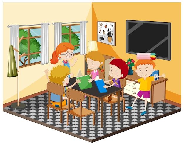 Bambini felici che fanno i compiti in soggiorno