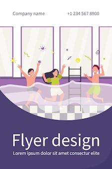 행복한 아이들이 수영장에서 재미. 가족 피트니스 클럽에서 활동을 즐기는 수영복의 소년과 소녀. 플라이어 템플릿