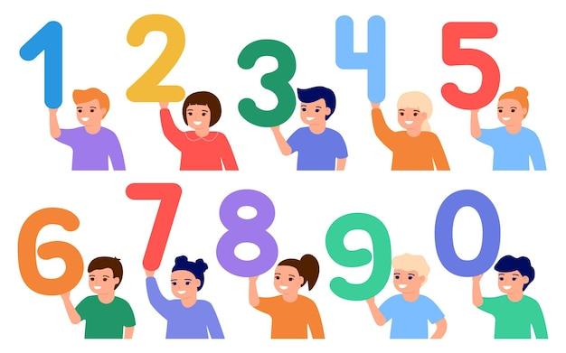 행복한 아이들은 숫자를 잡고 어린 아이들은 숫자 수학을 배웁니다 교육 초등학교
