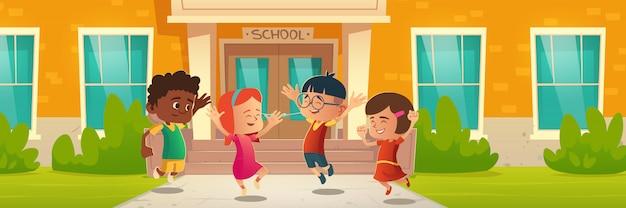 학교 건물 앞에서 행복한 아이들