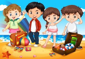 ビーチで幸せな子供たち