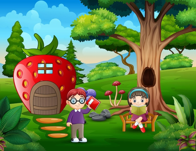 幸せな子供たちはイチゴの家の近くで勉強します